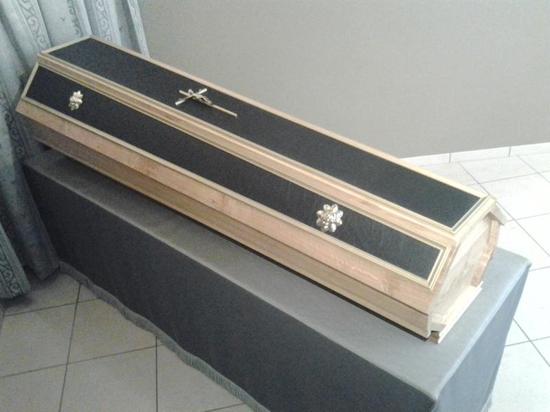 Cercueil simili garni
